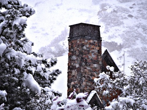Chimnea, Leña, Alberta, Canadá