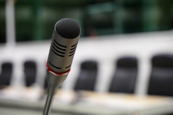 microphone-704257_1280